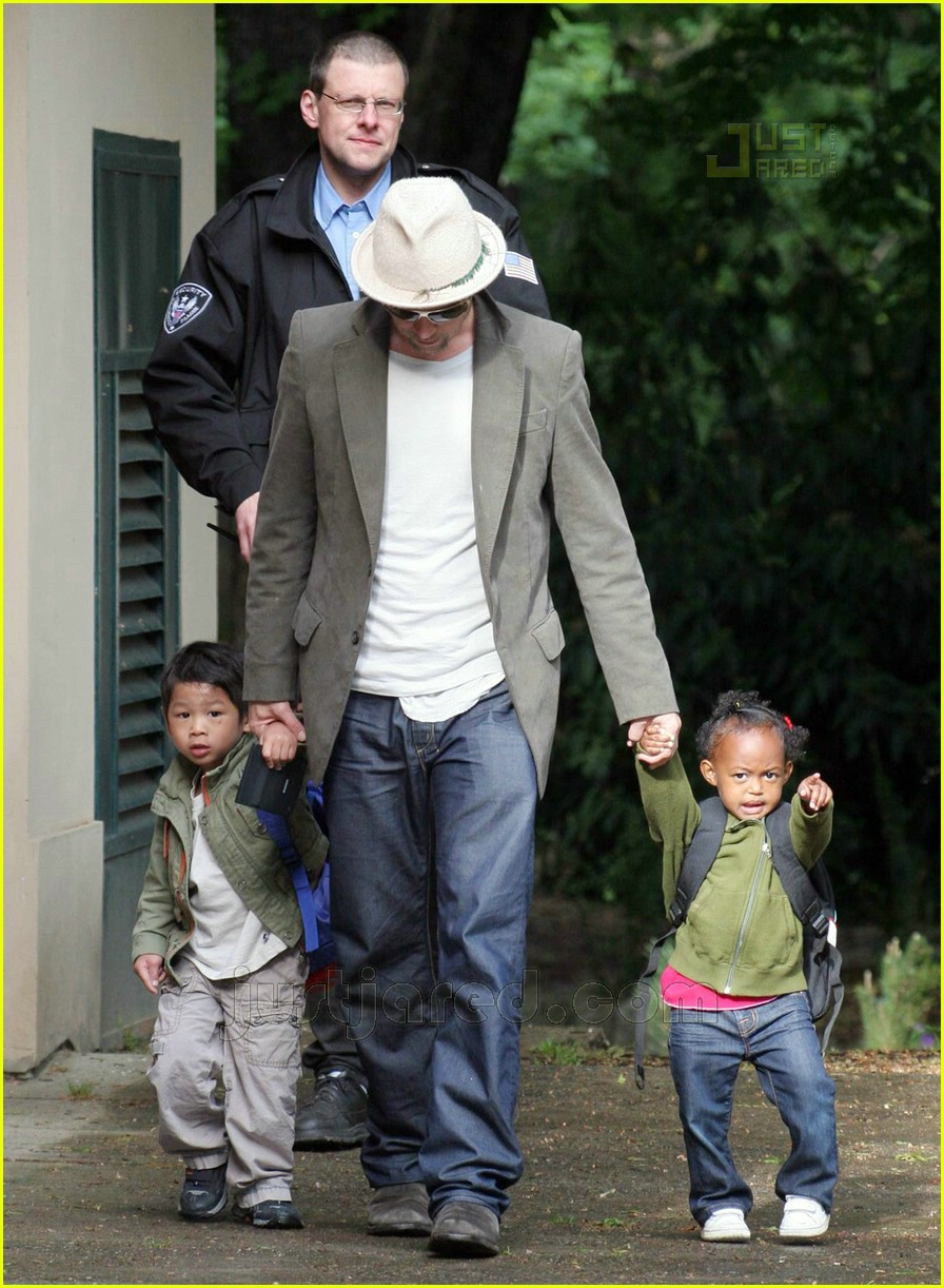 brad pitt dropping off kids 08