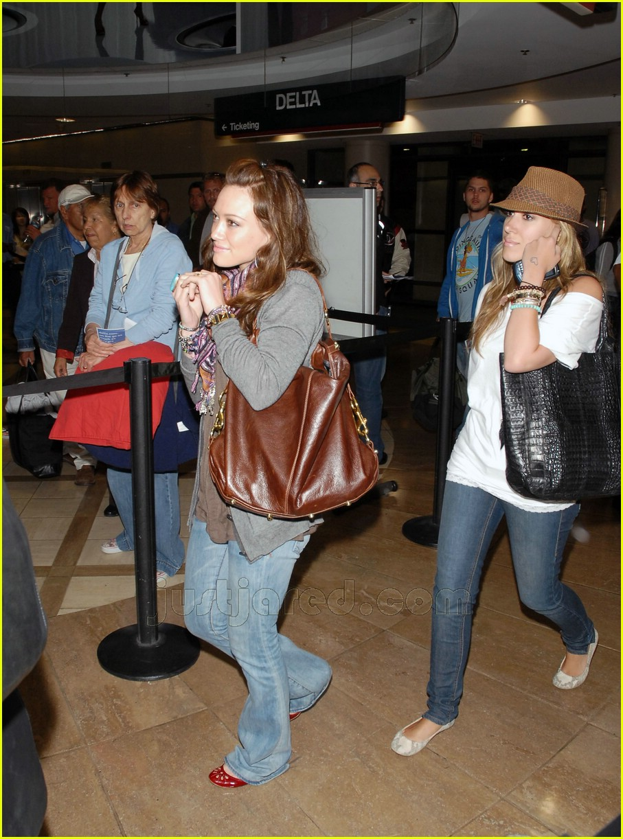 hilary haylie duff airport 02406541