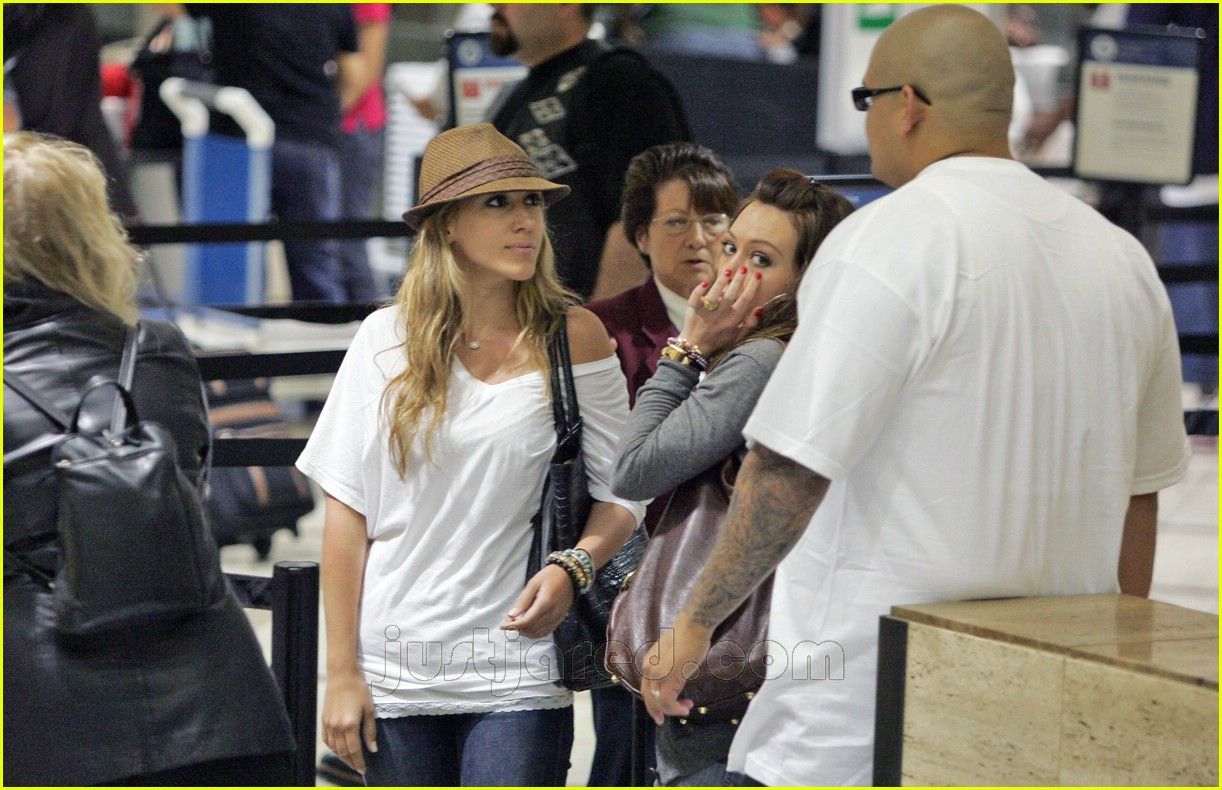 hilary haylie duff airport 03