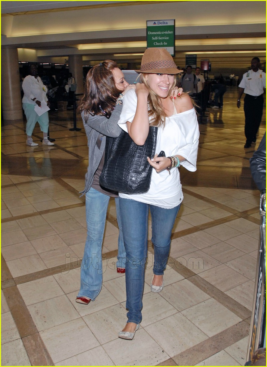 hilary haylie duff airport 06406581