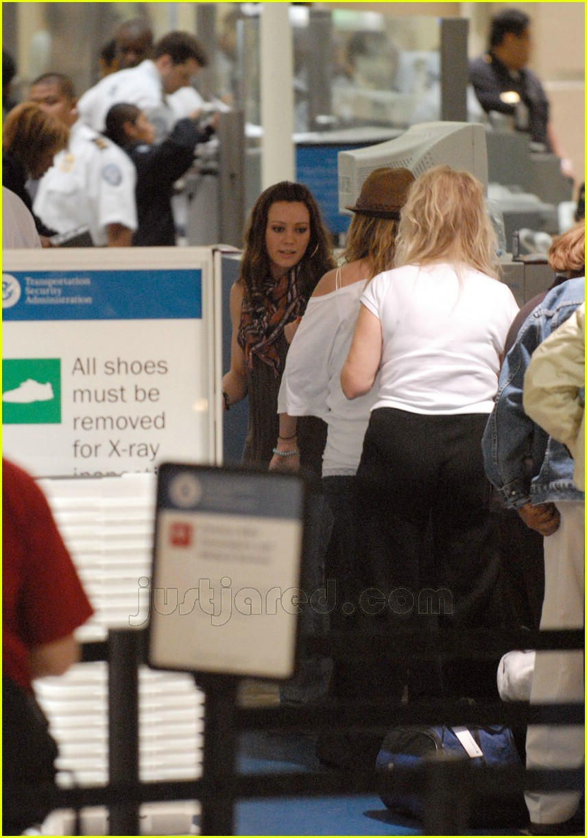 hilary haylie duff airport 09