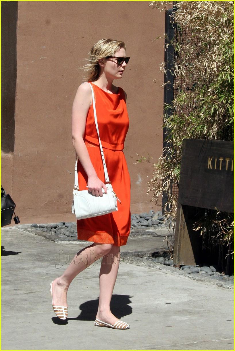 kirsten dunst orange dress 01