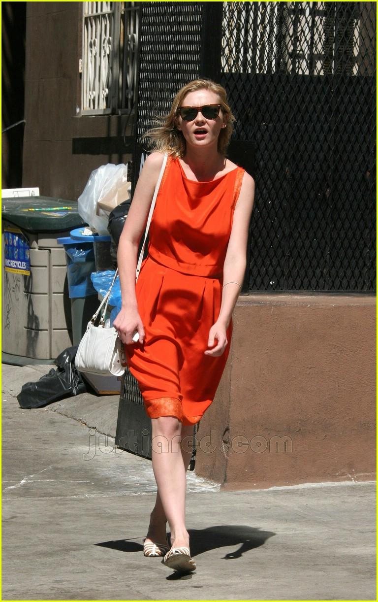 kirsten dunst orange dress 03