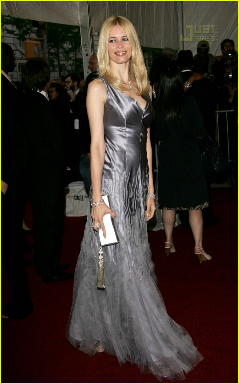 claudia schiffer costume institute 2007 03148881