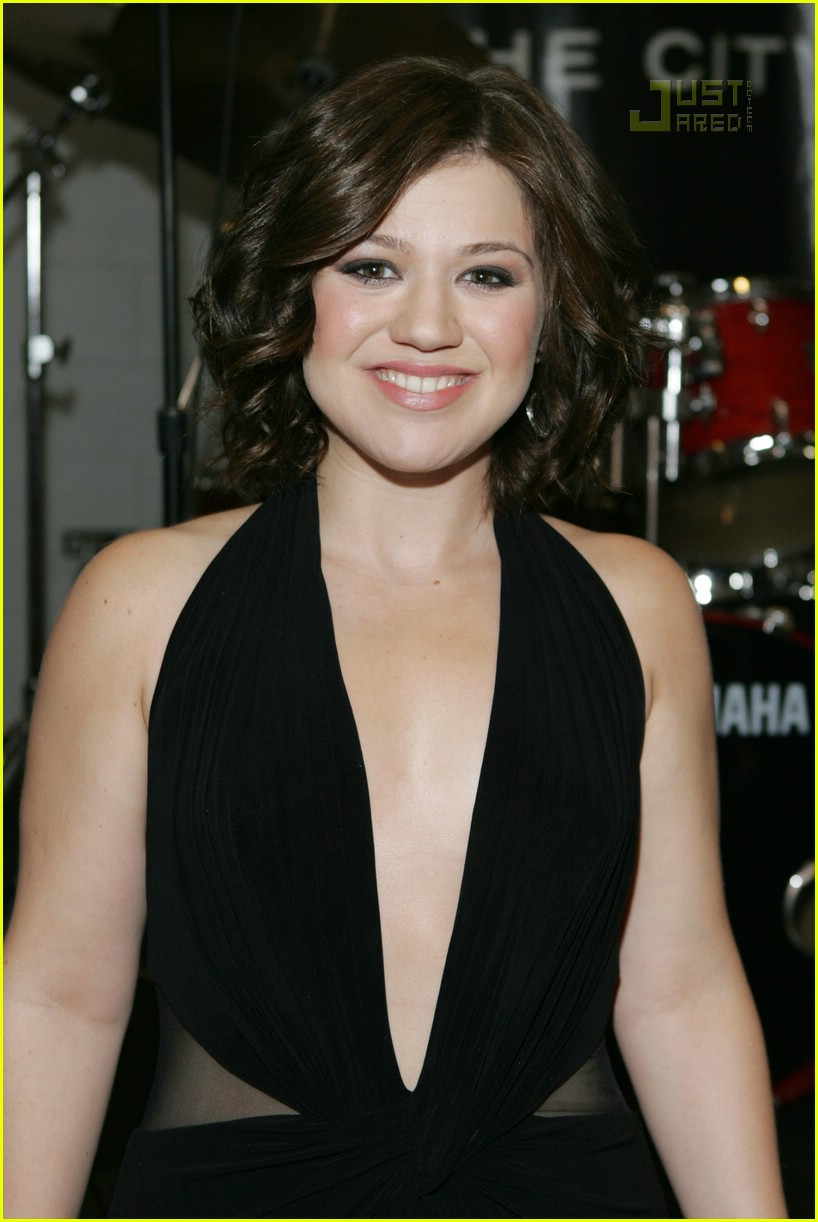 kelly clarkson academy of country music awards 02
