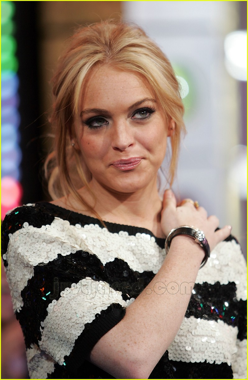 Lindsay Lohan Look At My Bellybutton Ring Photo 157381