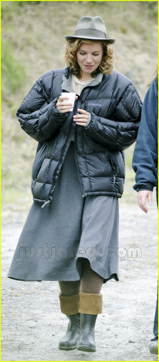 02 sienna miller bubble jacket 03154431
