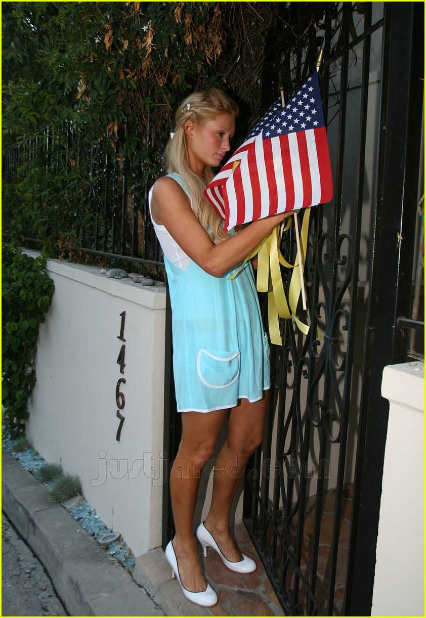01 paris hilton memorial day 01