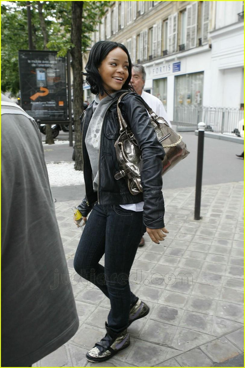Rihannas New Curls Photo 403051 Rihanna Pictures Just