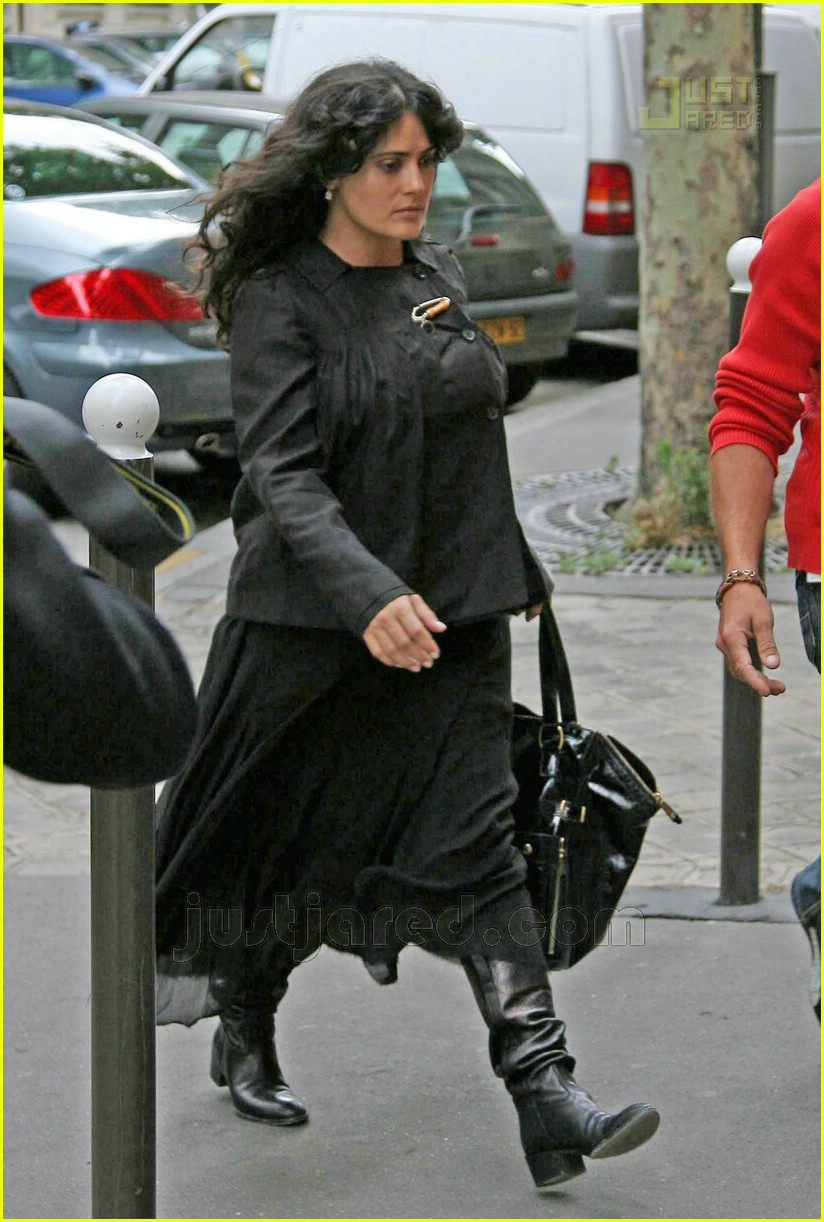 salma hayek pregnant 01
