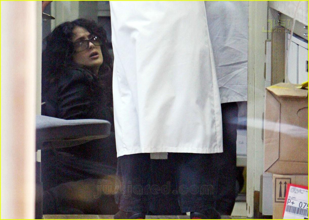 salma hayek pregnant 02160371