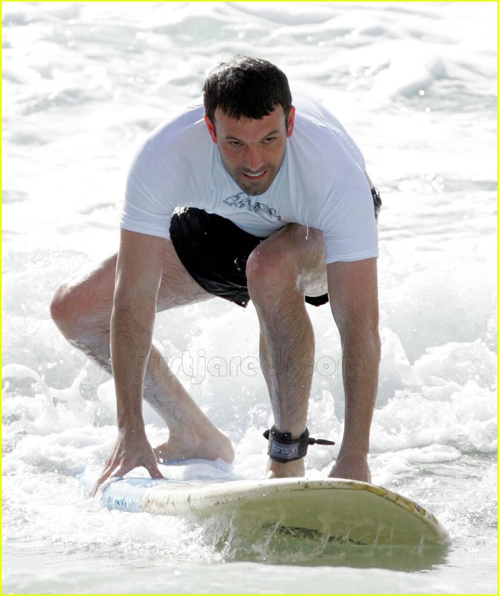 03 ben affleck surfing447251