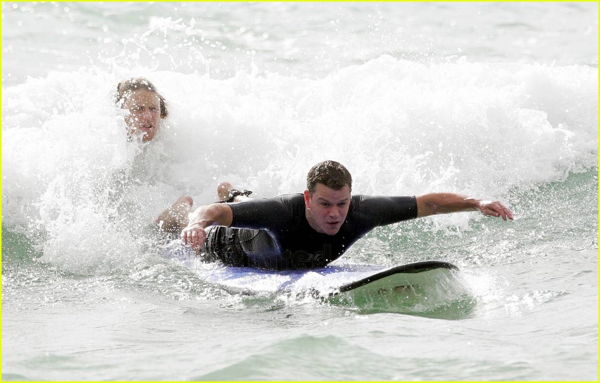 11 matt damon surfing447331