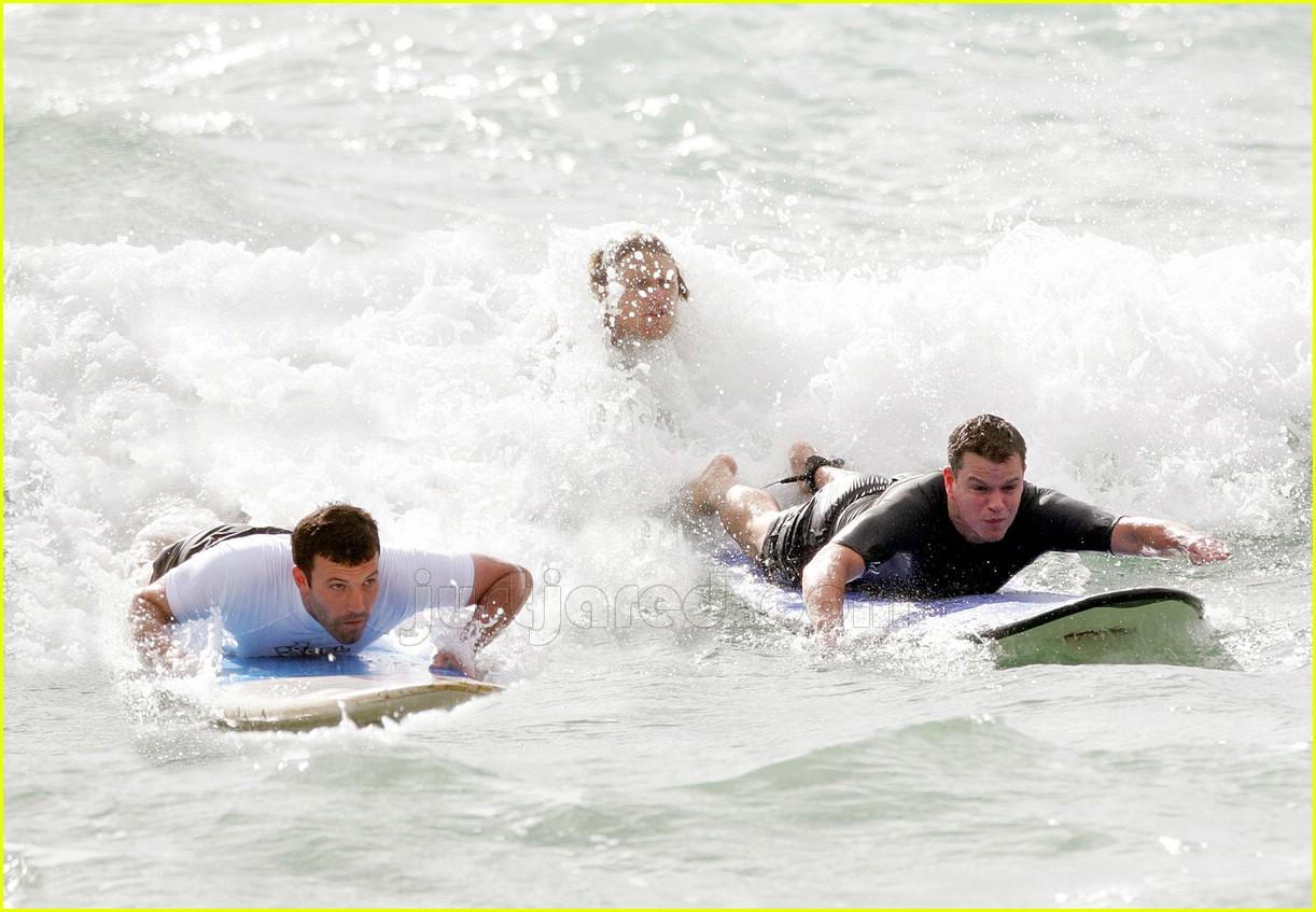 13 ben affleck matt damon surfing447351