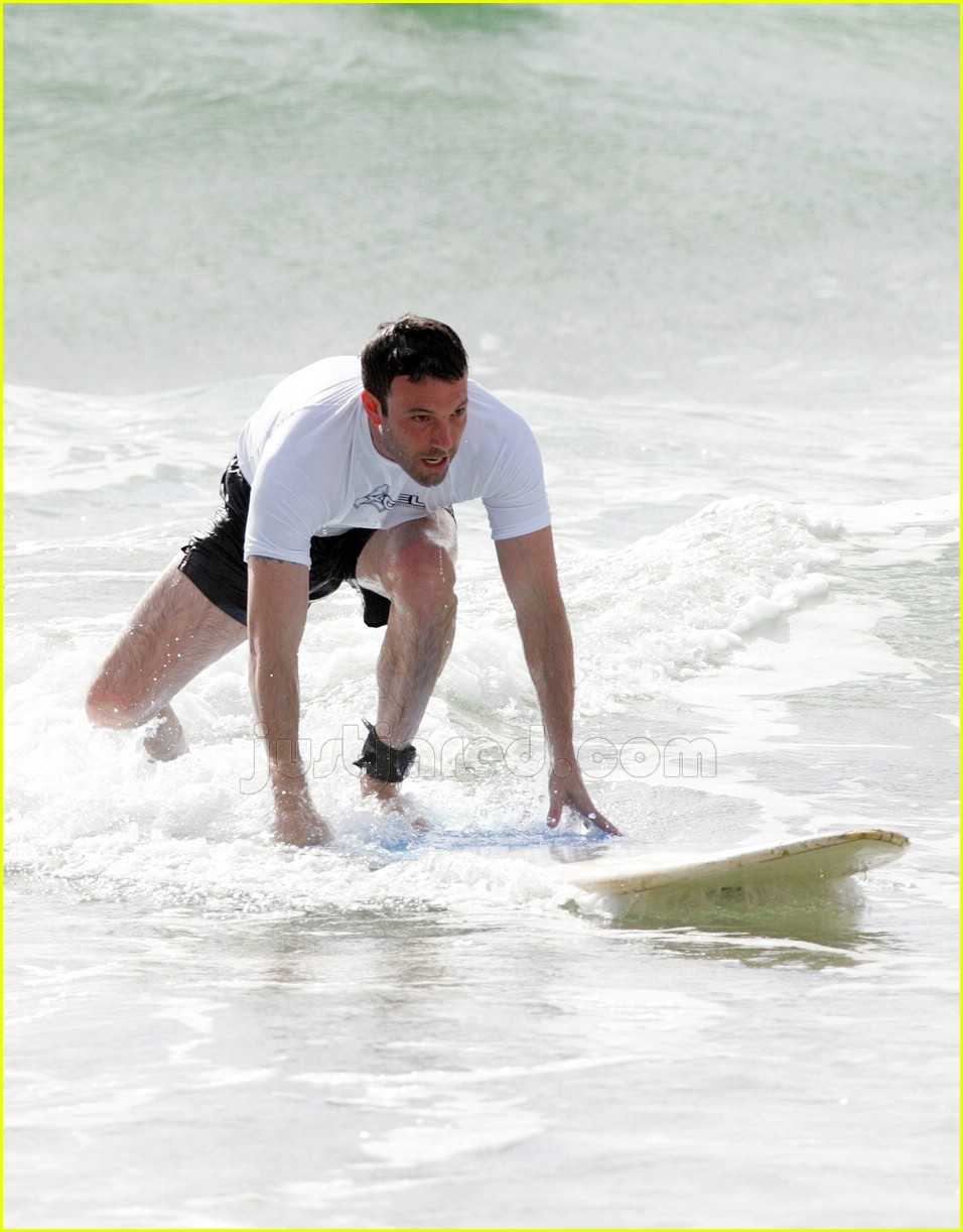 ben affleck surfing 01