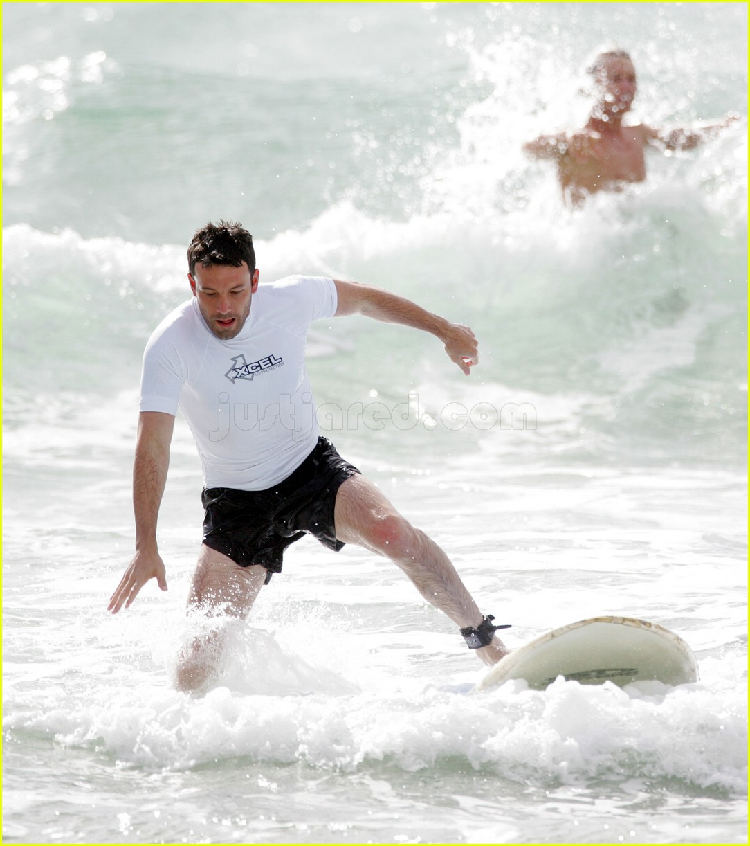 ben affleck surfing 02