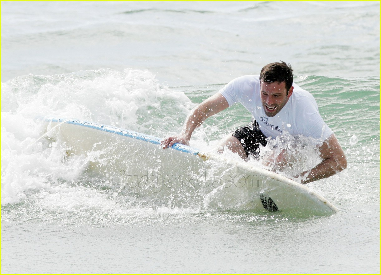 ben affleck surfing 04447391
