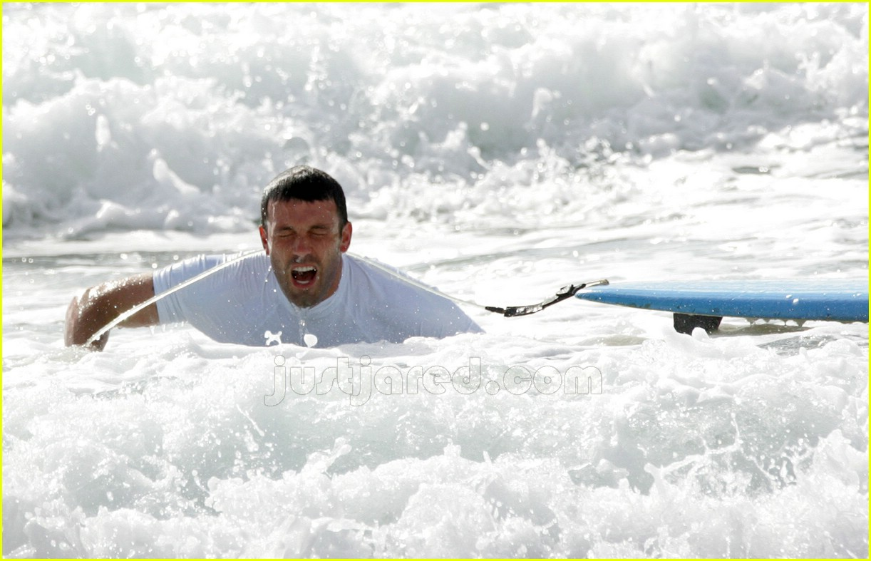 ben affleck surfing 05