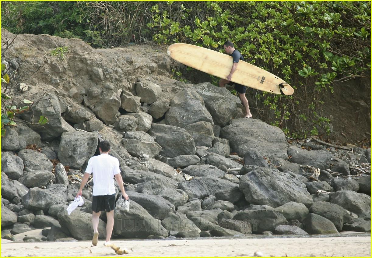 ben matt surfing 09455511