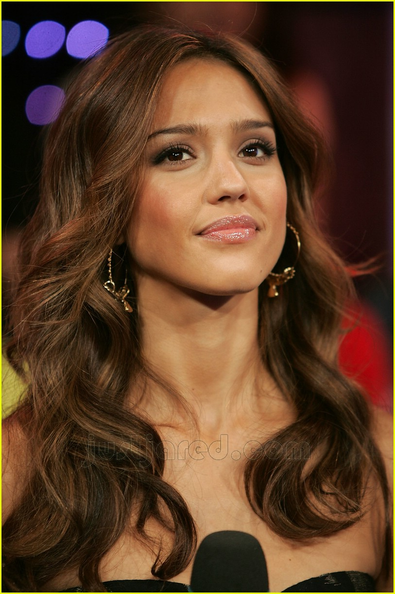 Jessica Alba Holds Down The Requests Photo 423781