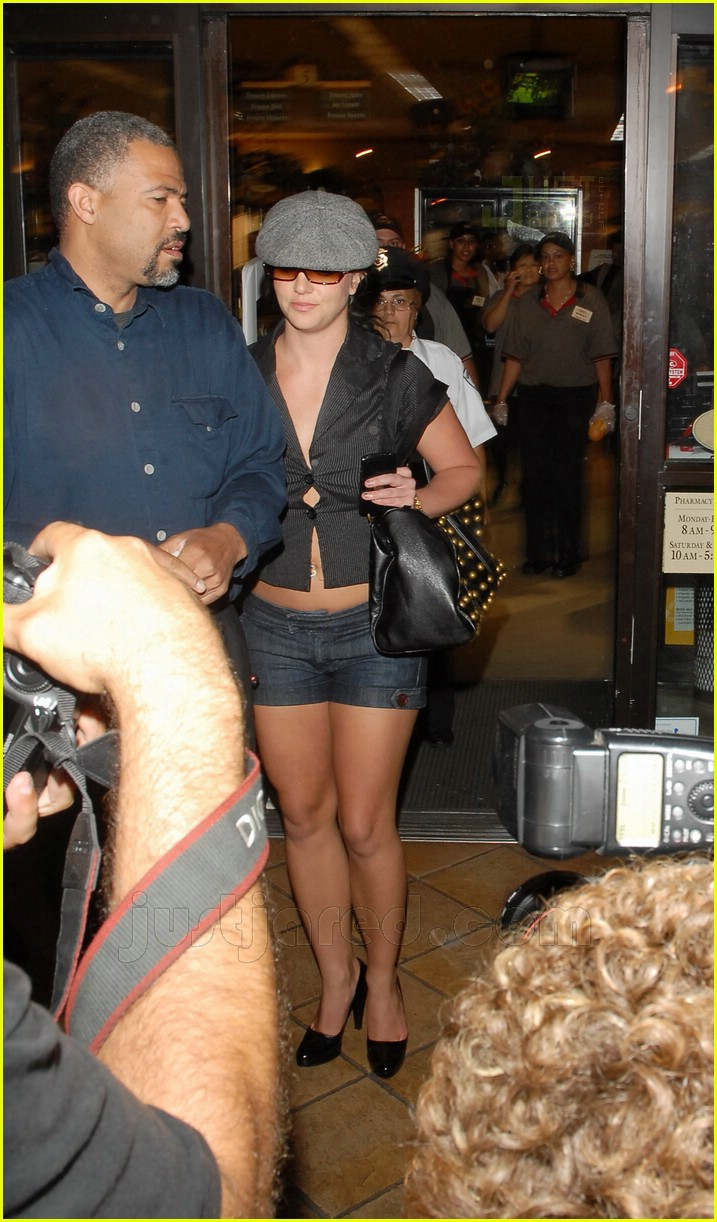 Britney Almost Loosens Up Her Buttons: Photo 460611