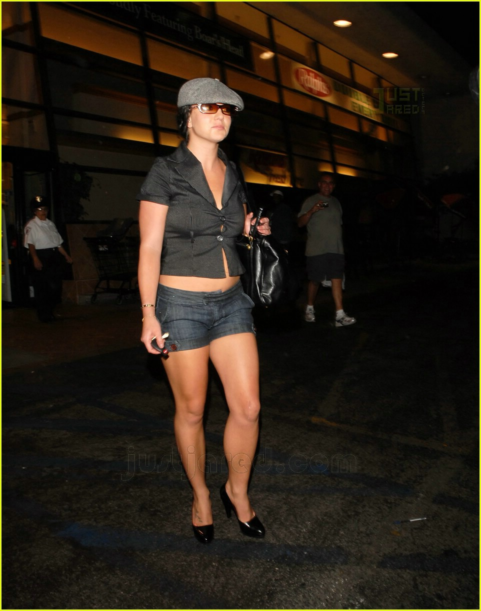 Britney Almost Loosens Up Her Buttons: Photo 460471