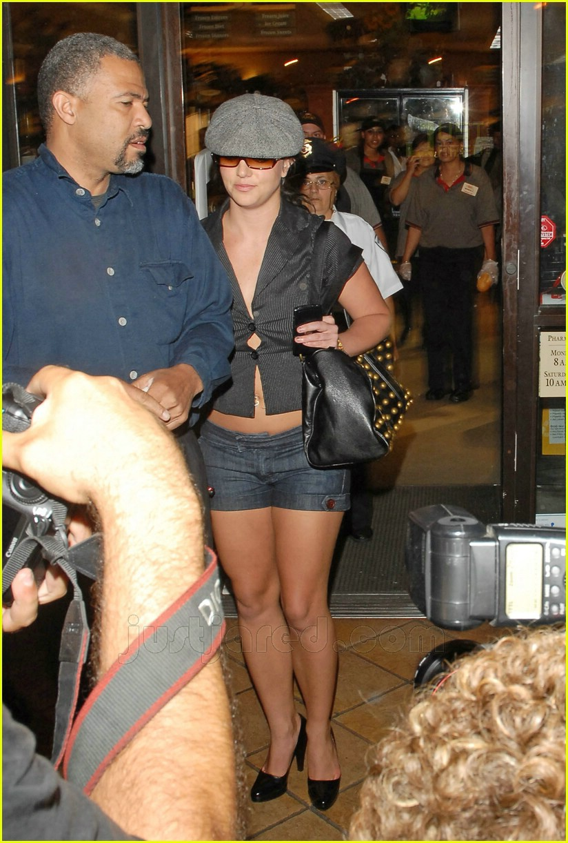 Britney Almost Loosens Up Her Buttons: Photo 460551