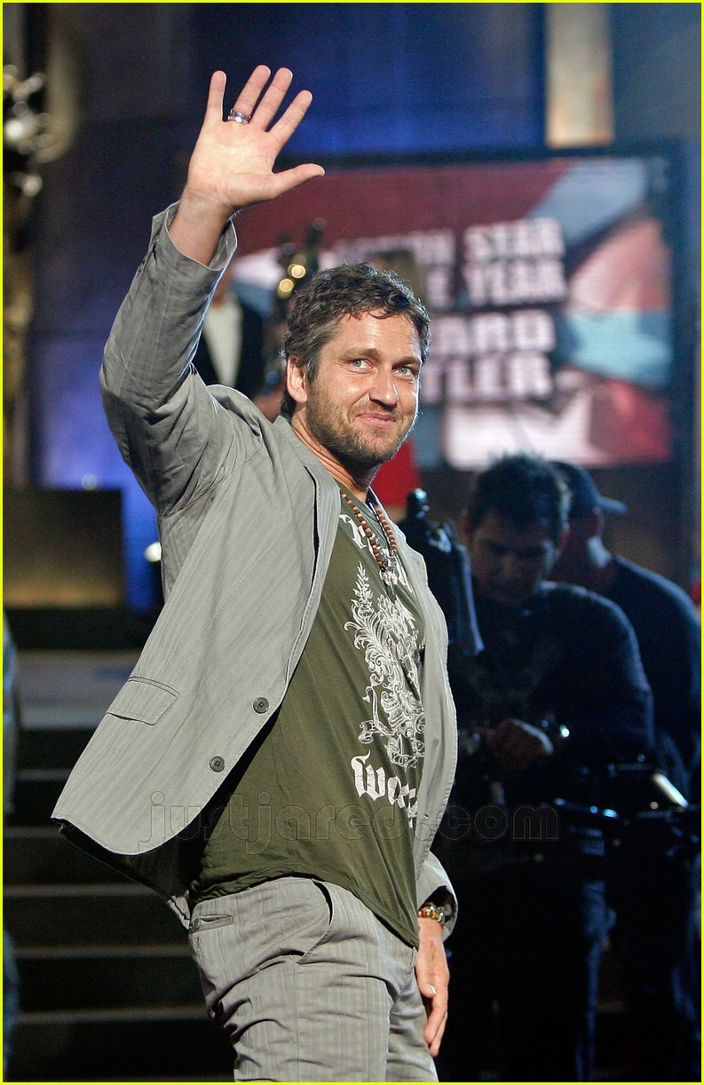 02 gerard butler world stunt awards411691