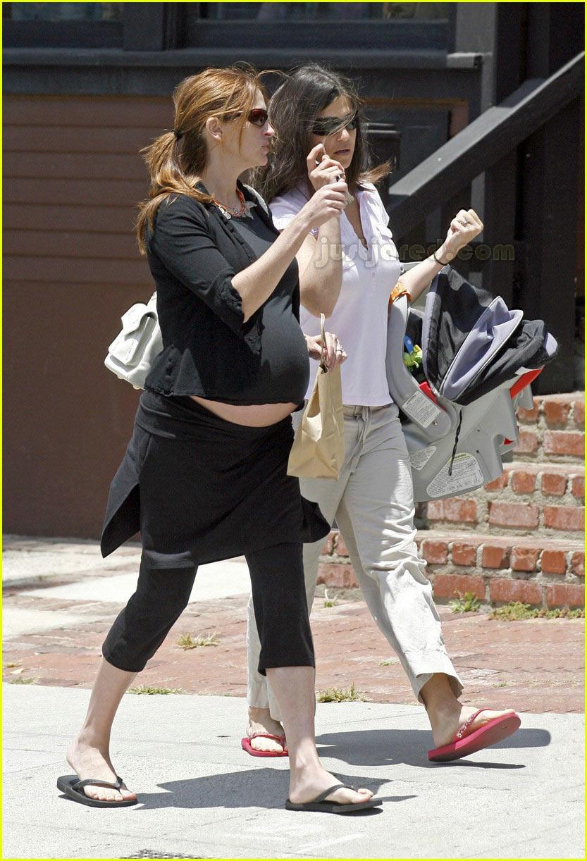 <b>Julia</b> Roberts Bares Her Belly: Photo 440741 | <b>Julia</b> ...