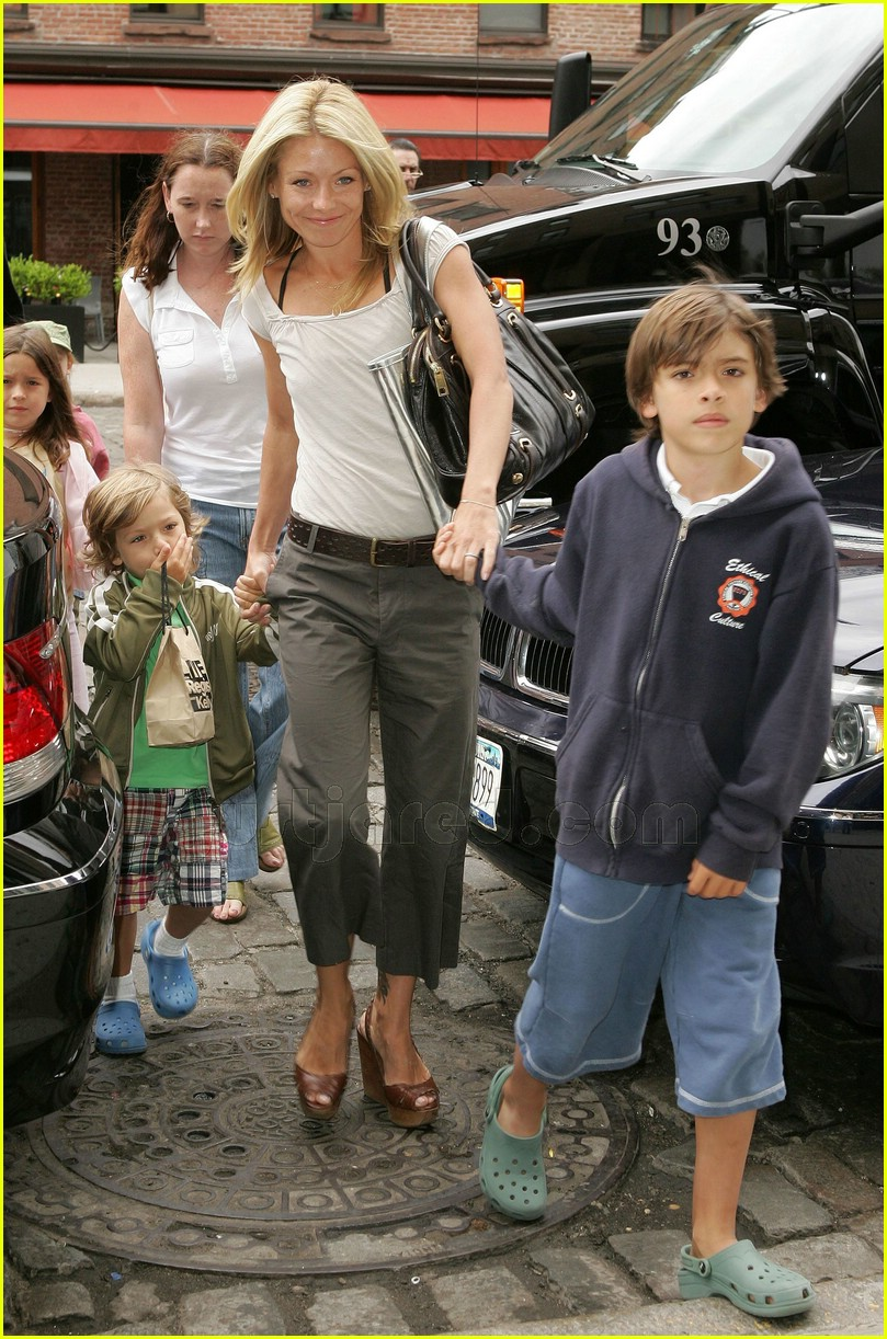 Kelly Ripa's Kids' Day Out: Photo 452971 | Celebrity Babies