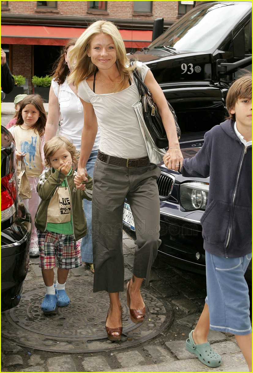 Kelly Ripa's Kids' Day Out: Photo 452981 | Celebrity Babies
