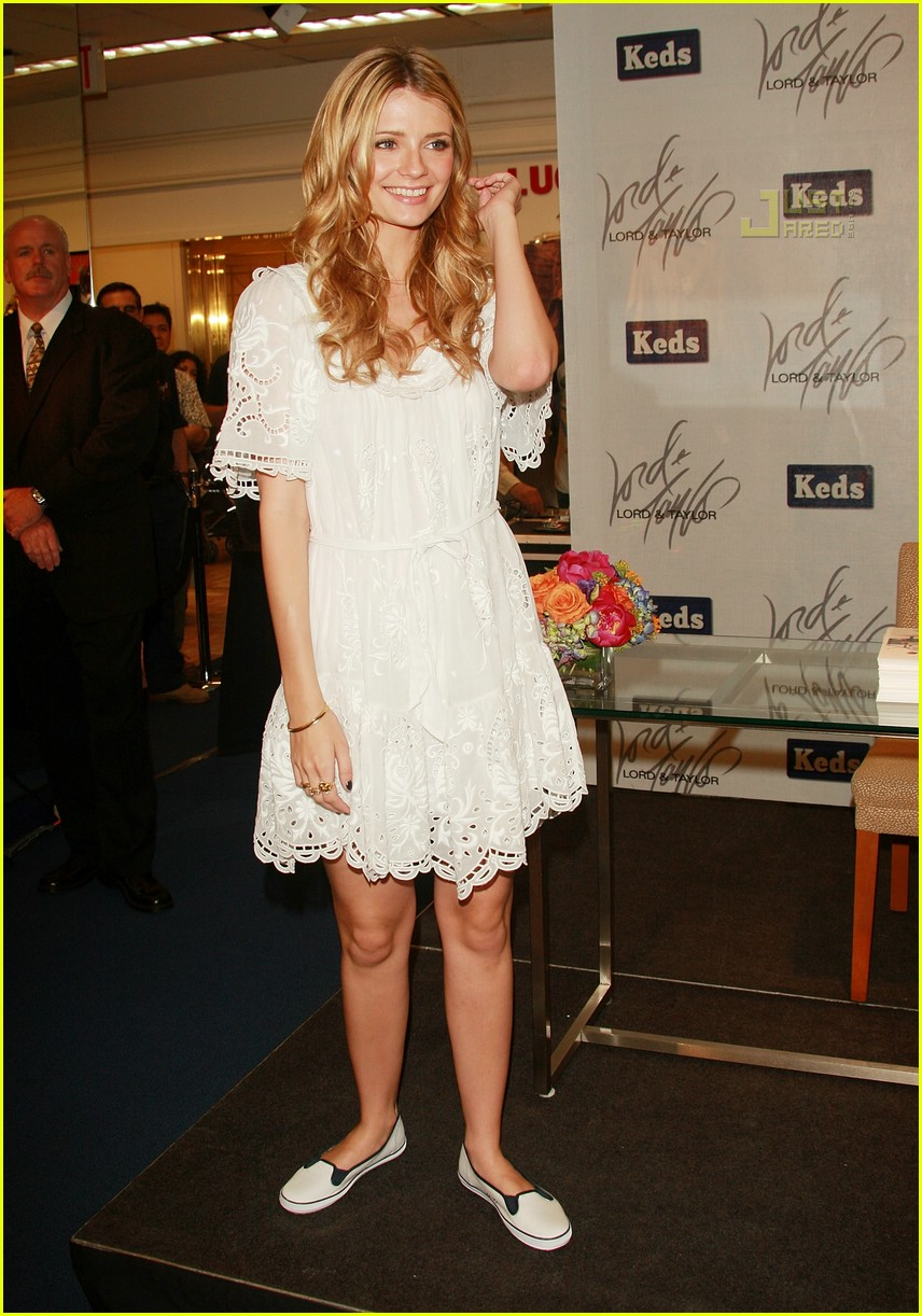 Lo lo lord and taylor party dresses - Mischa Barton Is A Shoe Saleswoman Photo 453211 Mischa Barton Pictures Just Jared