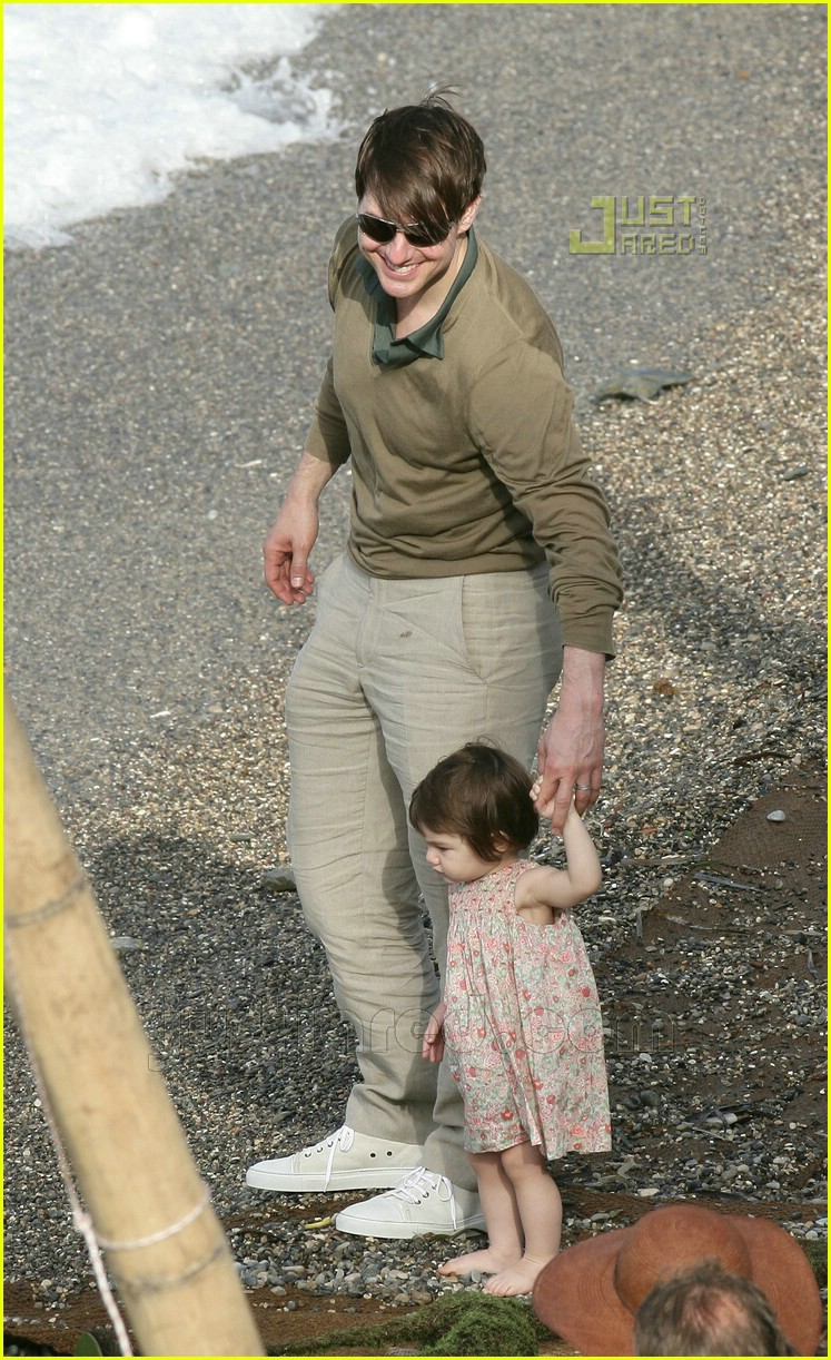 tom cruise cradles baby suri photo 448561 celebrity