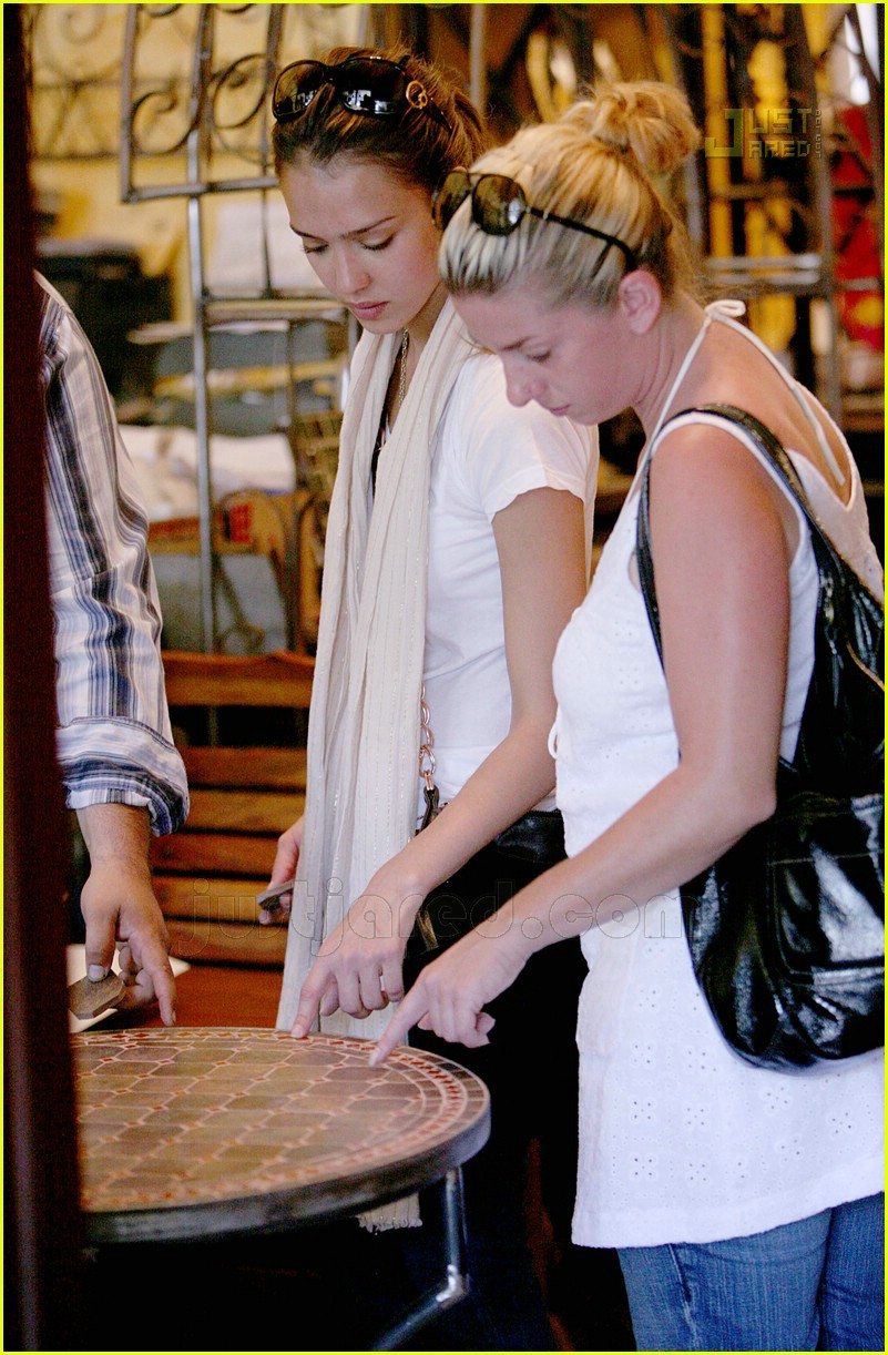 jessica alba furniture shopping 16