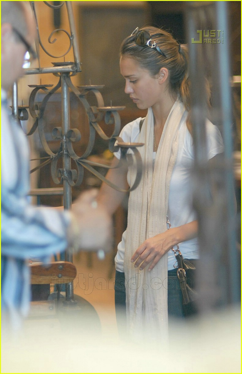 jessica alba furniture shopping 21