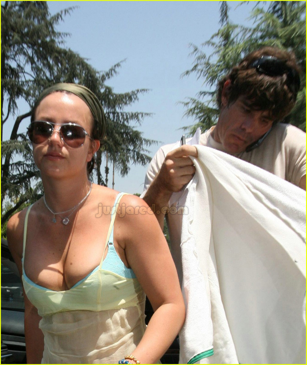 britney spears busting out of bra 04