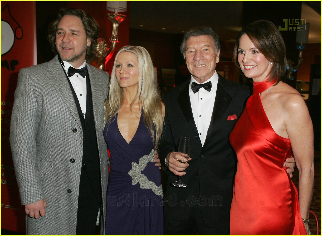 russell crowe music for children ball 11493651