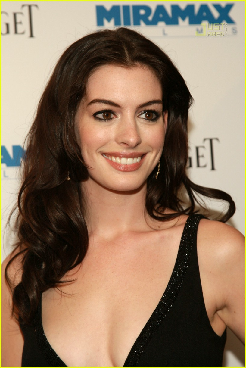 On Becoming Interesting On Apollo And The Sun: Anne Hathaway @ 'Becoming Jane' Premiere: Photo 504411