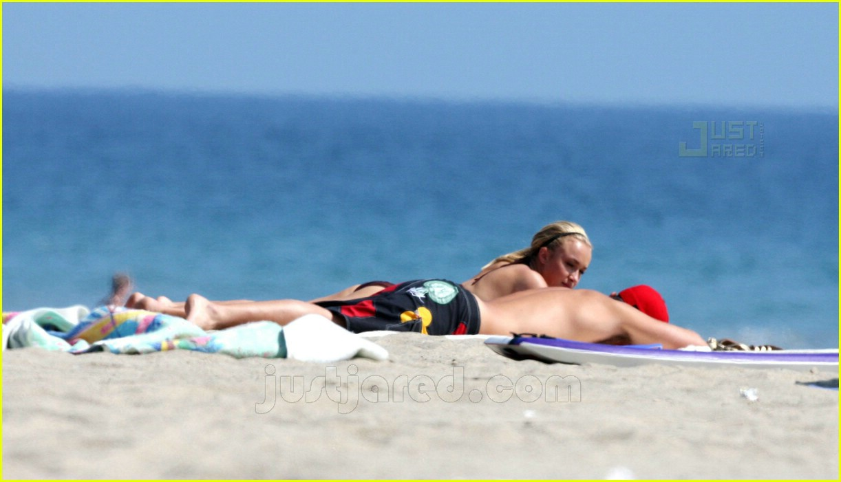 hayden panettiere bikini babe 24514181