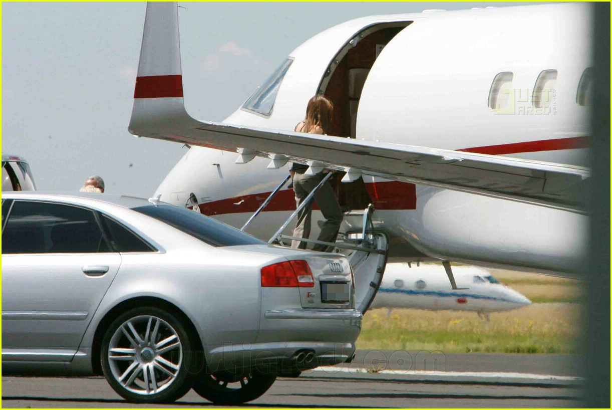 jolie pitts private jet 06