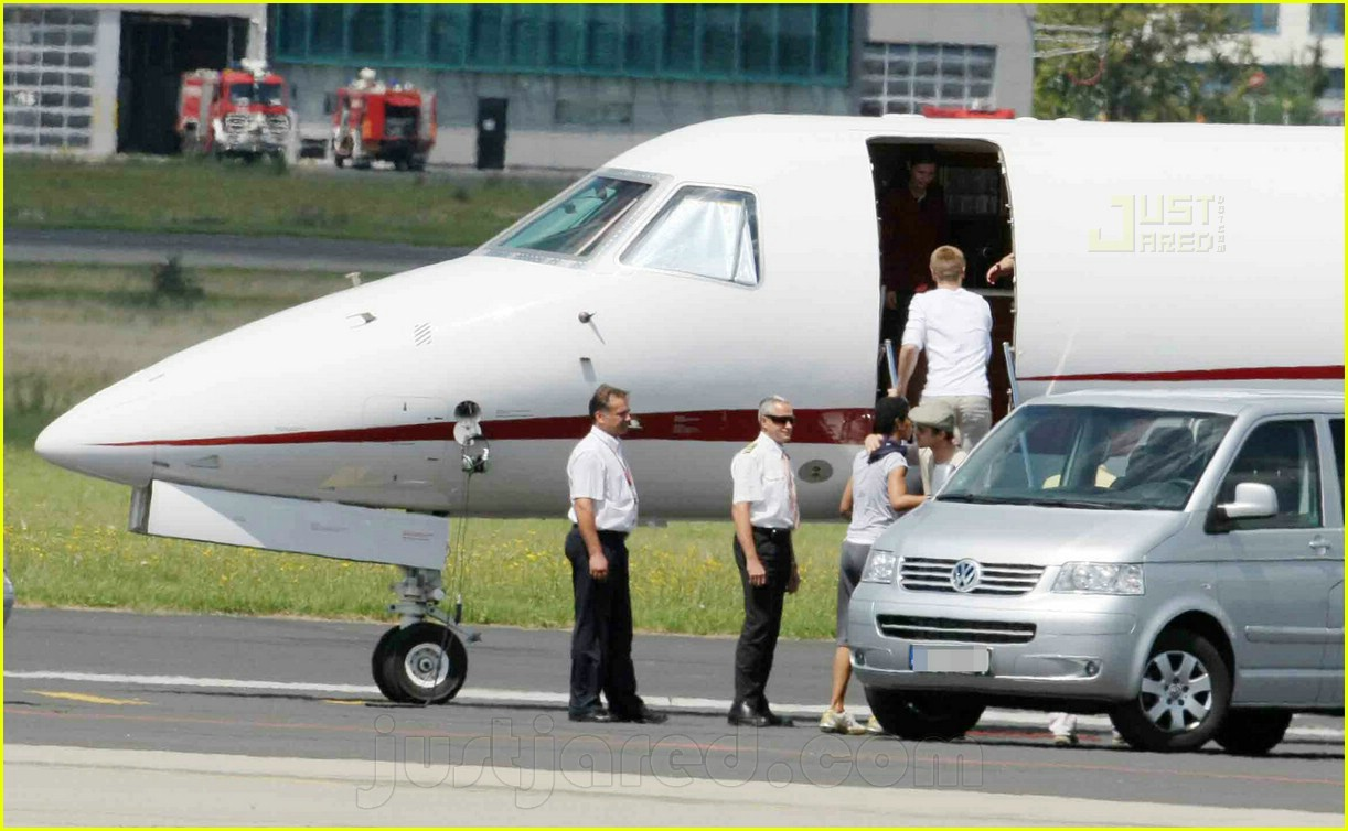 jolie pitts private jet 11494321