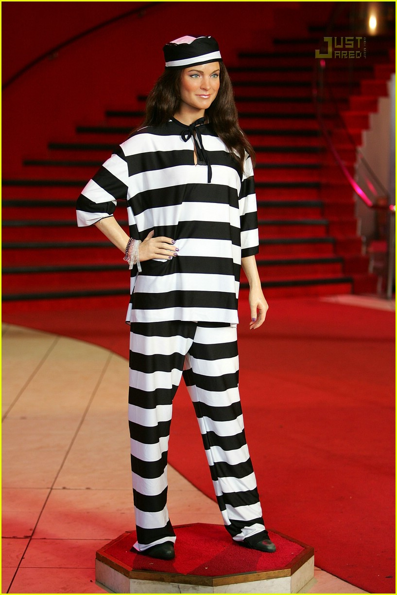 lindsay lohan prison jumpsuit 04