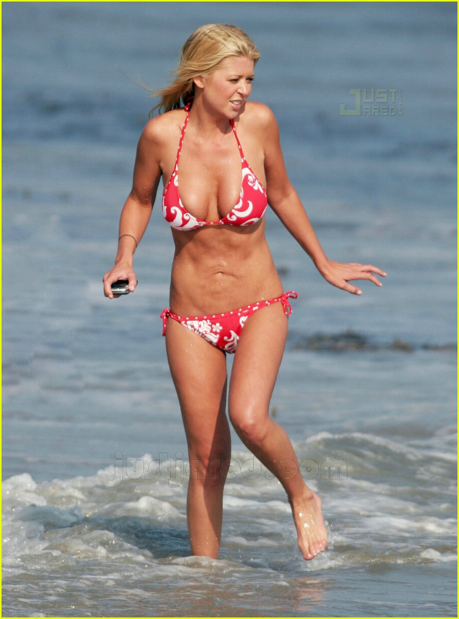 tara reid saggy stomach 02