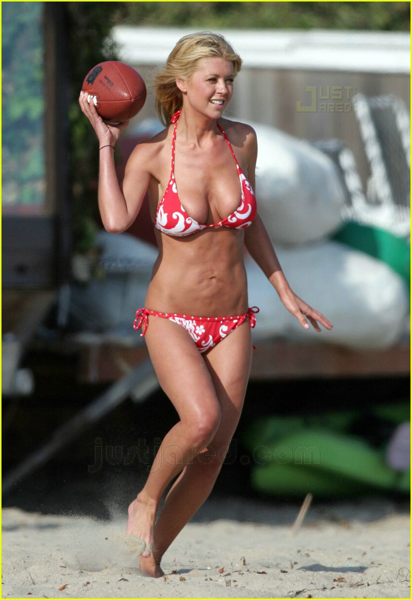 tara reid saggy stomach 04