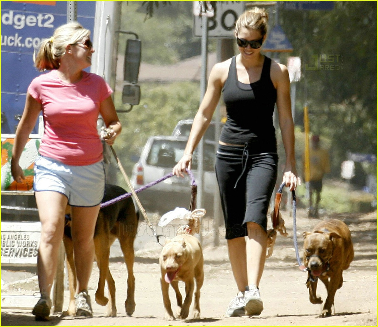 04 jessica biel walking dogs