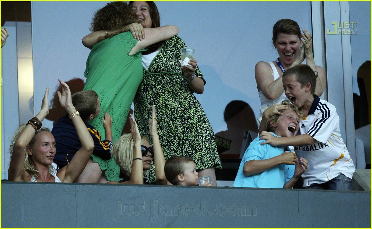 beckham family cheer 04