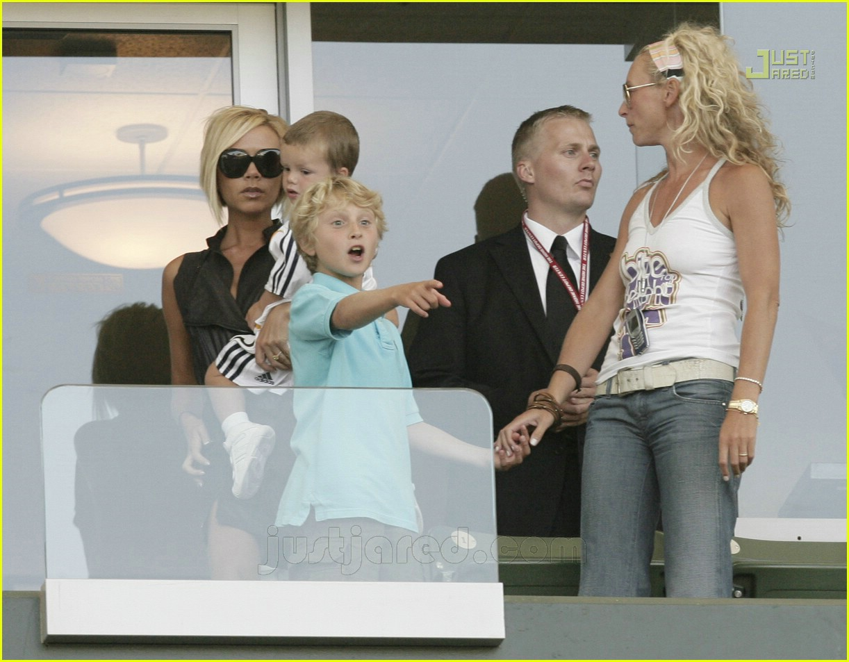 beckham family cheer 06