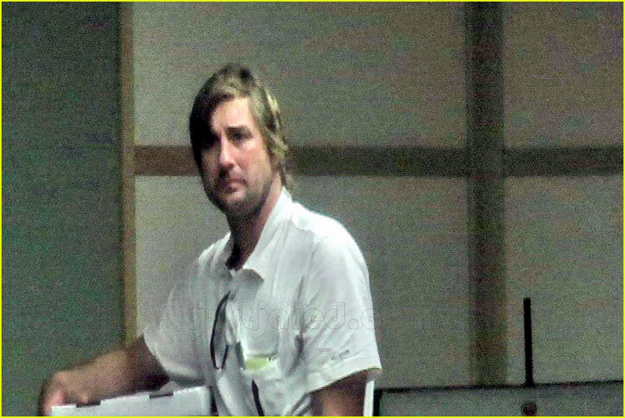 luke wilson visiting owen wilson 04548771