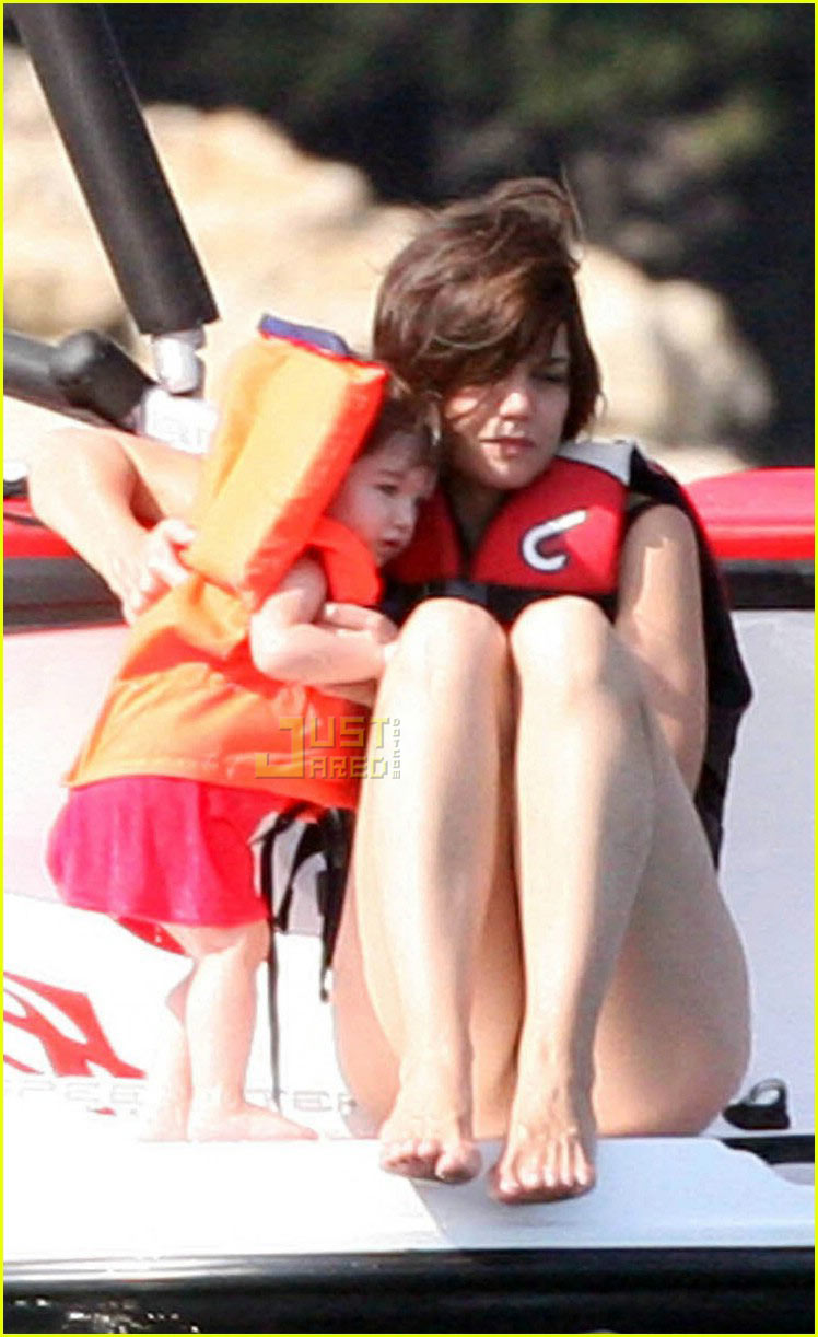 suri cruise crying 04521981