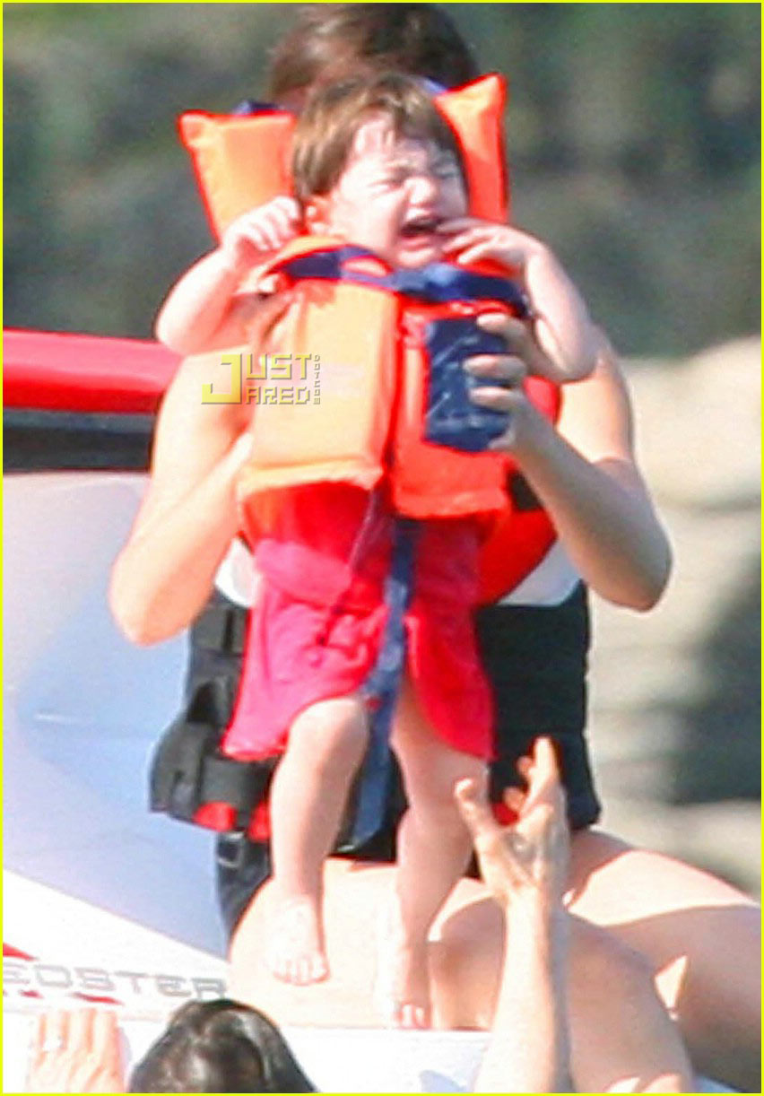 suri cruise crying 05521991